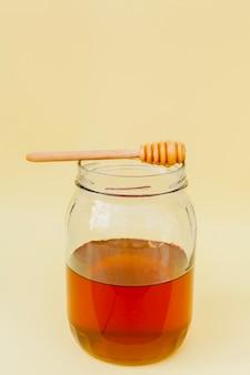 Frasco de close-up com mel caseiro