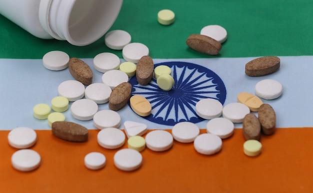 Frasco de comprimidos com bandeira indiana