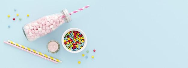 Frasco de cópia-espaço com doces