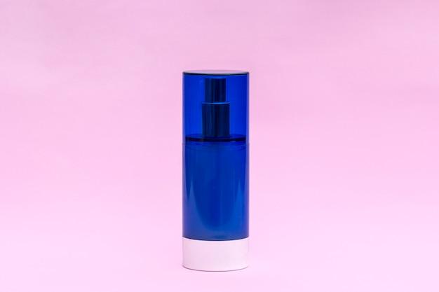 Frasco de creme em branco. produtos cosméticos de skincare, conceito moderno de tendência de beleza orgânica.