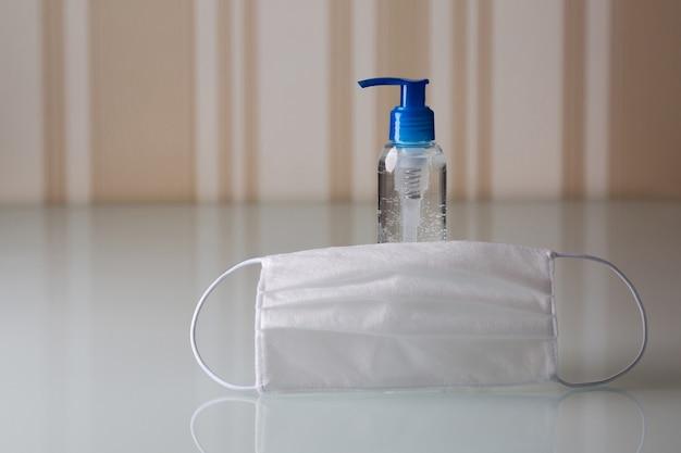 Frasco de gel antibacteriano para as mãos e máscara de proteção médica contra o vírus corona