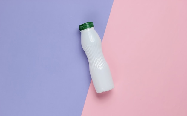 Frasco de iogurte em papel pastel