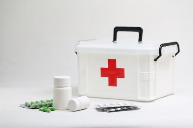 Frasco de medicamentos e kit médico doméstico