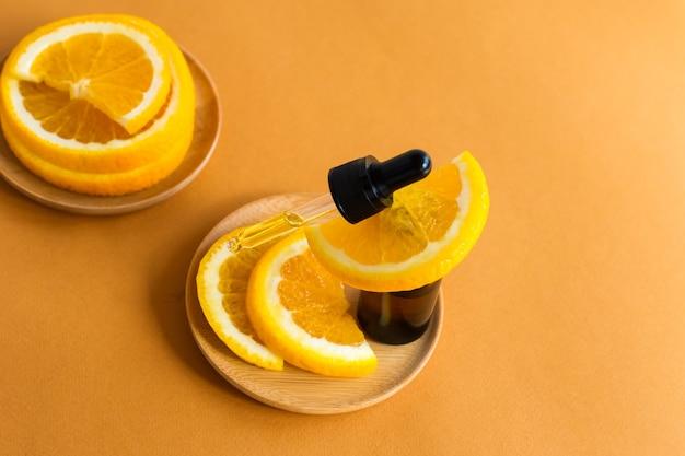 Frasco de óleo essencial de laranja - medicina alternativa. o conceito de autocuidado natural.
