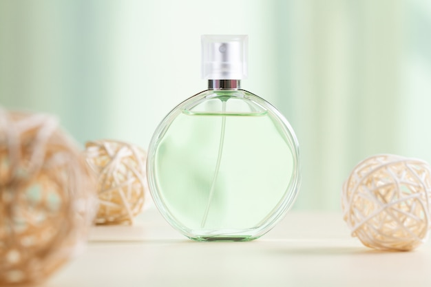 Frasco de perfume feminino