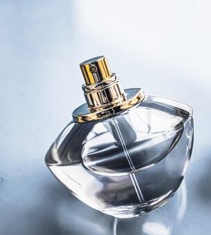 Frasco de perfume masculino de colônia como fragrância vintage eau de parfum como presente de natal marca de perfumaria de luxo presente