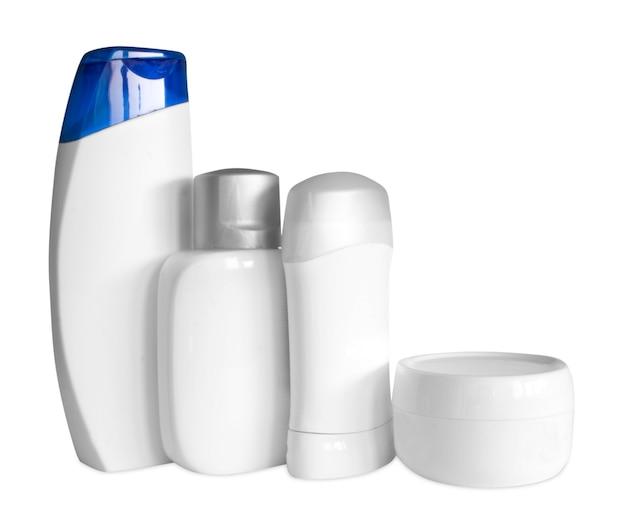 Frasco de shampoo no fundo branco