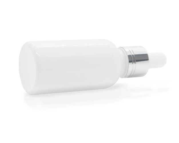 Frasco de soro conta-gotas de vidro branco sobre fundo branco, maquete para design de produtos cosméticos