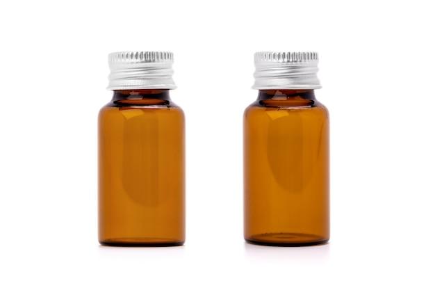 Frasco de soro marrom de embalagem em branco para maquete de produto cosmético ou spa isolado no fundo branco