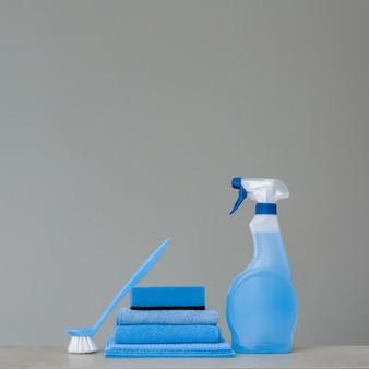Frasco de spray azul de limpeza com dispensador de plástico