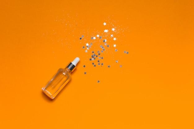 Frasco de vidro com colágeno fluido e ácido hialurônico, hidratação da pele.