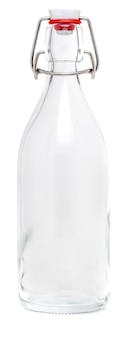 Frasco de vidro com fecho giratório em porcelana de 500 ml. sem etiqueta e isolado no fundo branco.