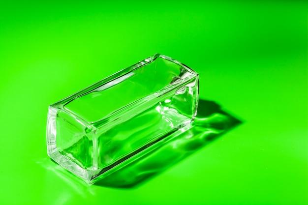 Frasco de vidro de perfume. eau de toilette