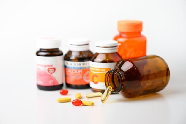 Frasco de vitaminas e suplementos