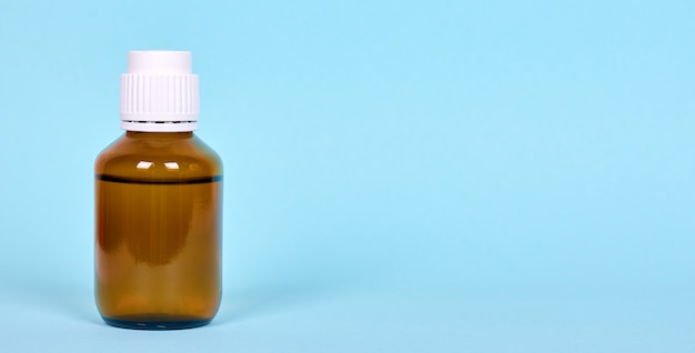 Frasco médico, medicamento de farmácia em recipiente de vidro. isolado.