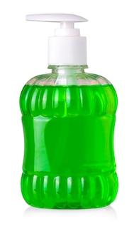 Frasco verde com sabonete líquido e dispensador isolado no fundo branco