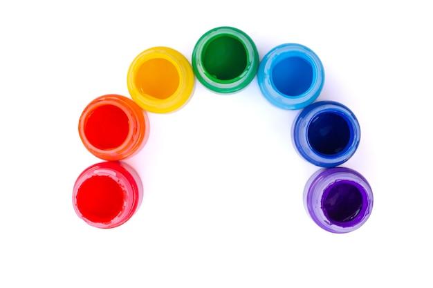 Frascos com cores do arco-íris, isolados no fundo branco. vista do topo.