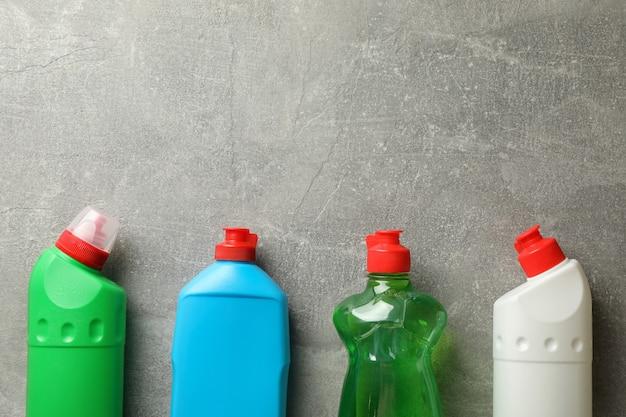 Frascos com detergente em cinza, espaço para texto