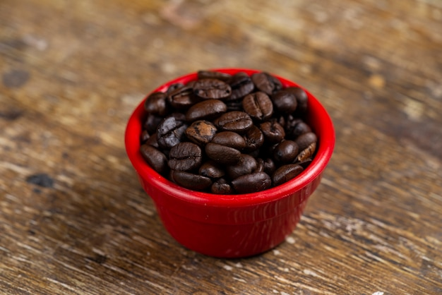 Frascos com grãos de café