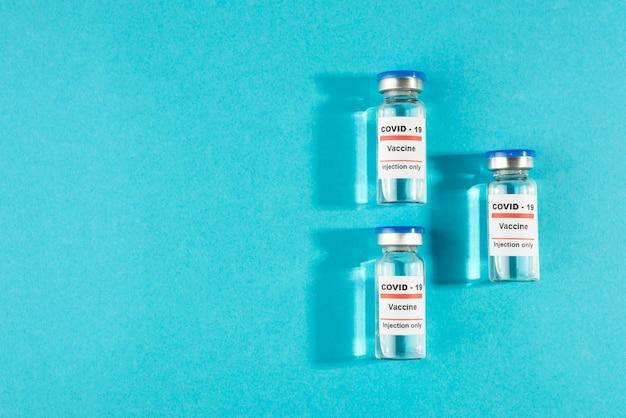 Frascos de vacina de vista superior com espaço de cópia