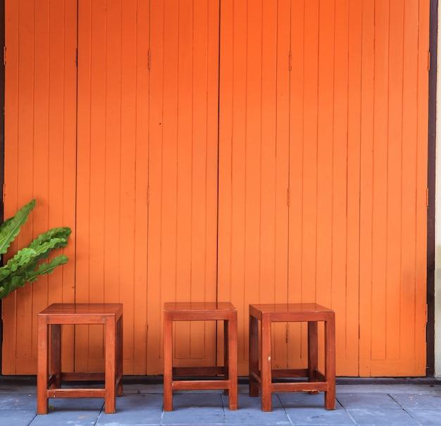 Frente de loja de porta de madeira retrô vintage