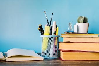 Frente, vista, livros, escrivaninha