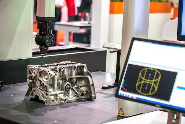 Fresadora para metais. corte de metal moderna tecnologia de processamento.