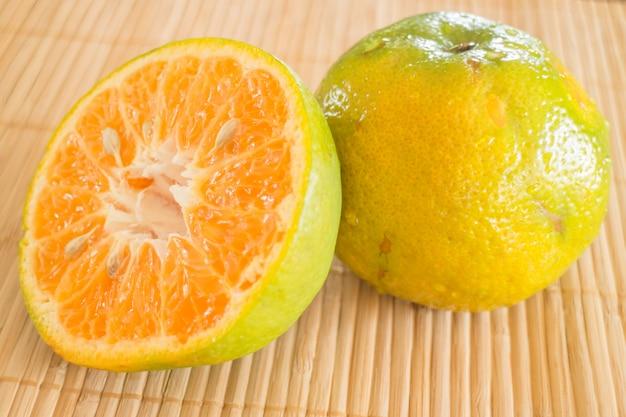 Fresco de uma madressilva laranja