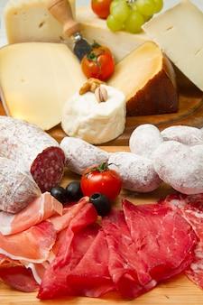 Frios e queijo
