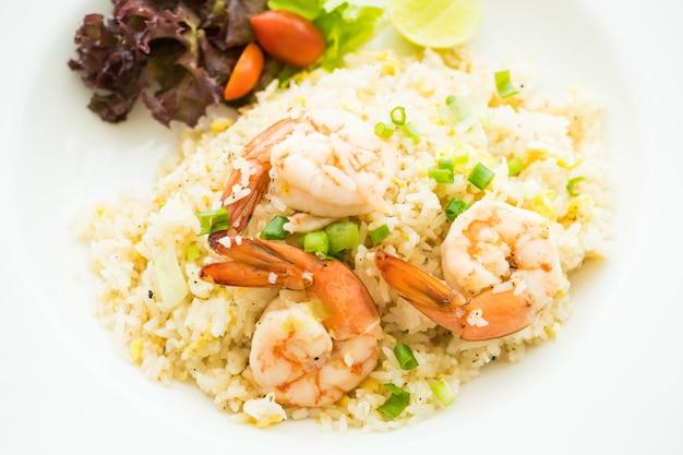 Fritas de arroz com camarão