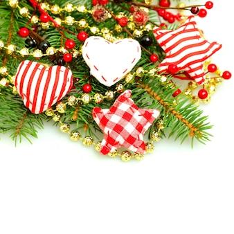 Fronteira de decorações de natal isolada na mesa branca. elemento de design de natal