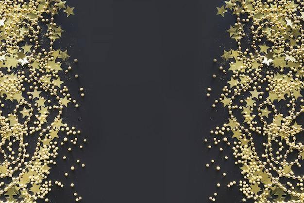 Fronteira de natal com decoração dourada em preto liso leigos vista de cima da bandeira de natal.