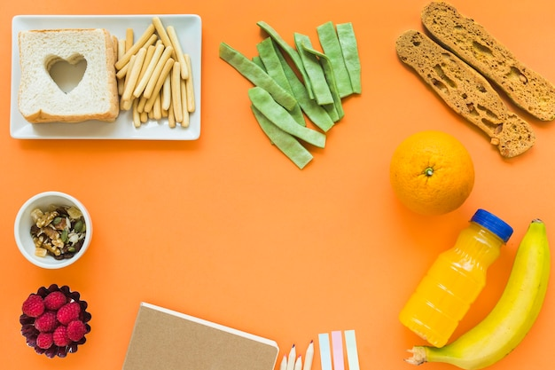 Fronteira de papelaria e comida saudável