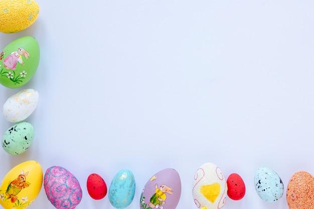 Fronteira formada de ovos de páscoa