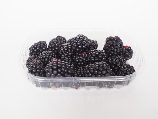 Fruta amora em caixa de plástico