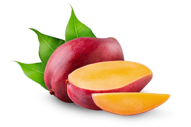 Fruta da manga isolada no branco