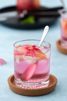 Fruta de maçã cocktail rosa