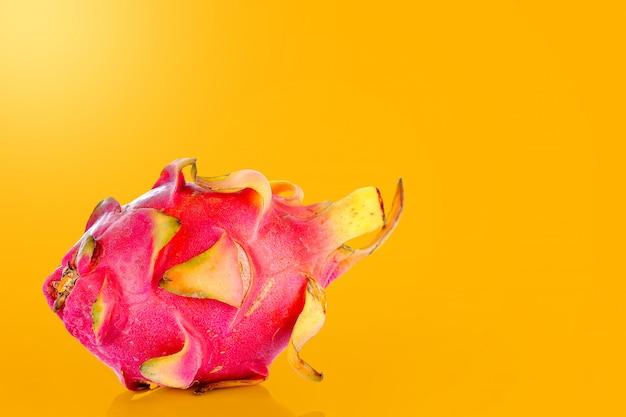 Fruta do dragão em cores vibrantes