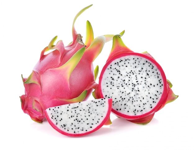 Fruta do dragão isolada no fundo branco