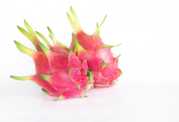 Fruta do dragão ou fruta pitaya em branco