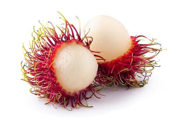 Fruta doce de rambutan isolada