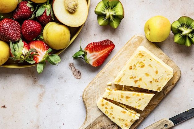 Fruta e queijo de damasco na horizontal