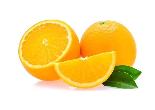 Fruta laranja em fundo branco