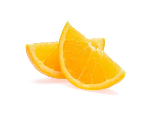 Fruta laranja isolada no branco.