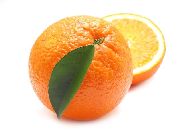 Fruta laranja isolada