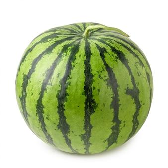 Fruta melancia madura isolada sobre fundo branco