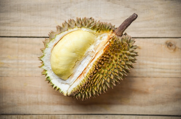 Fruta tropical casca de durião fresco