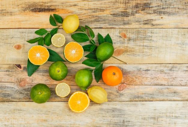 Frutas cítricas com folhas