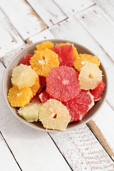 Frutas cítricas em uma tigela
