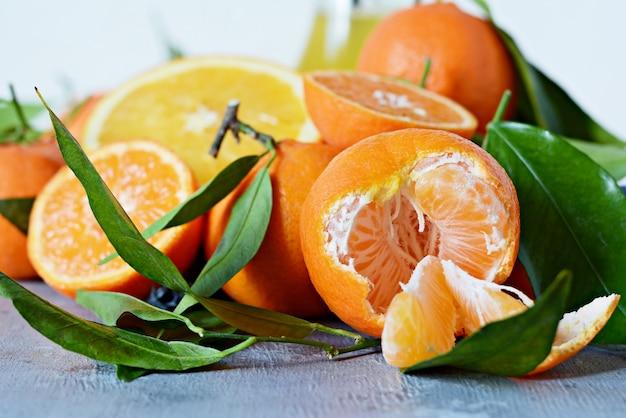 Frutas cítricas laranja. limão, toranja, tangerina e lima.